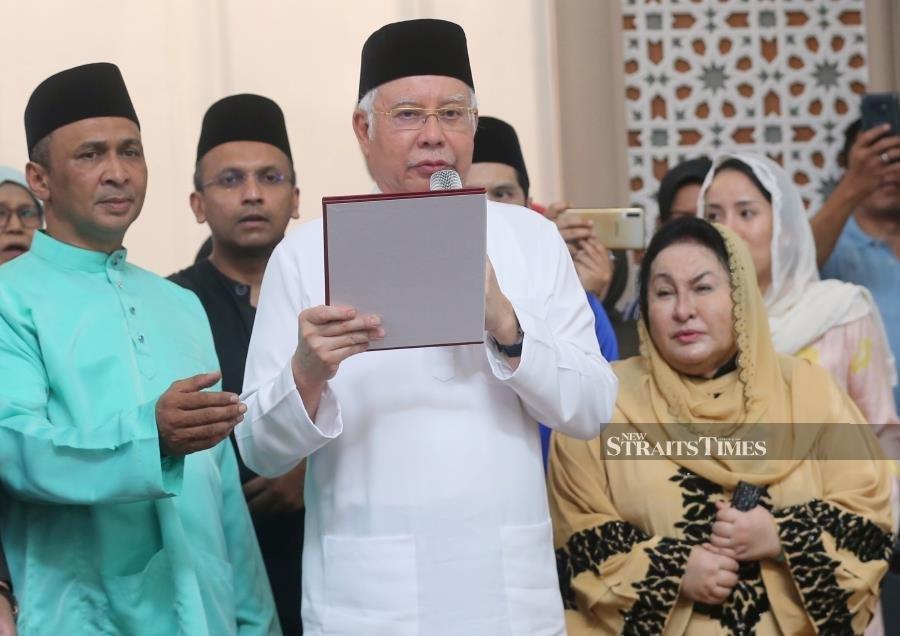Najib swears oath denying he ordered Altantuya's murder