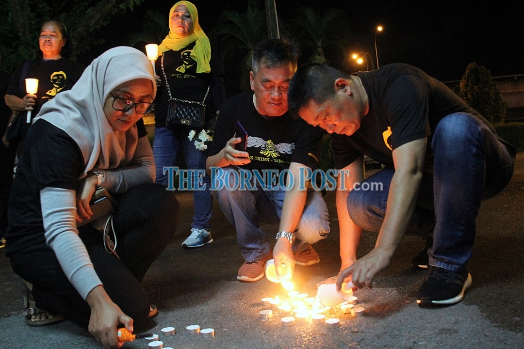 Hundreds hold candlelight vigil in remembrance of Bill Kayong