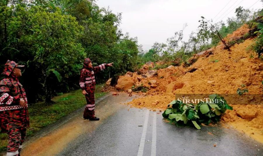 Road to Matang Wildlife Centre cut off by landslide