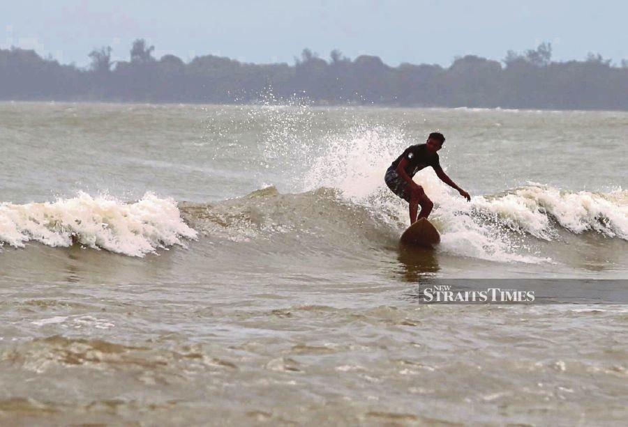 Rough seas make for epic rides at Cherating