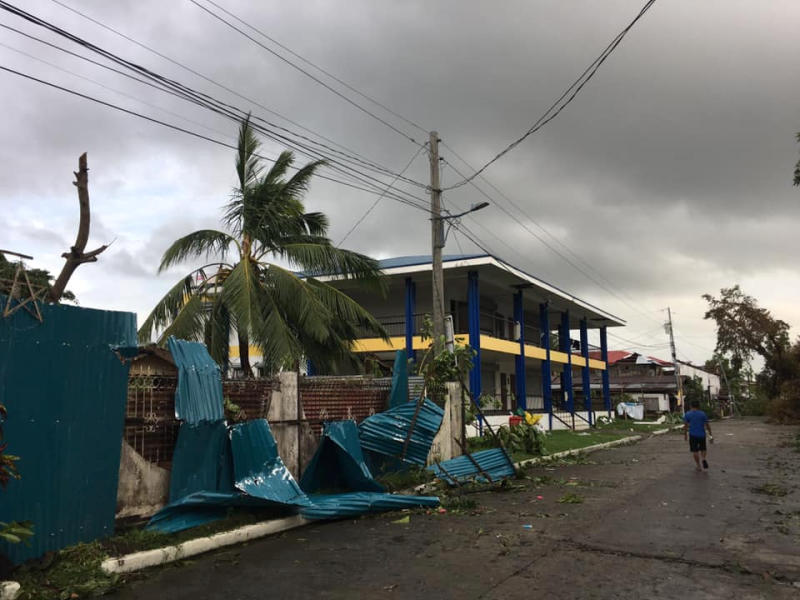 Typhoon ruins Christmas for travellers, evacuees in Philippines