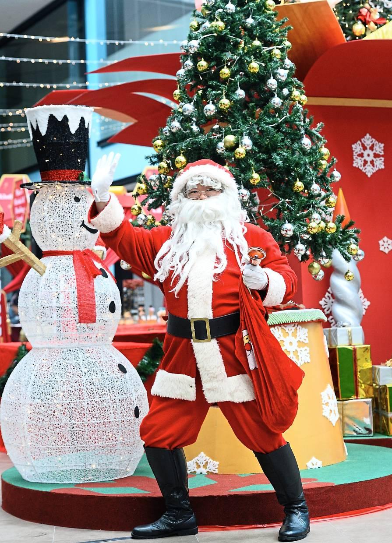 Ho ho ho! This Malaysian has played Santa Claus for 22 years!