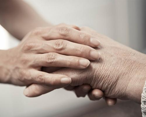 照顾瘫痪丈夫20年 山东女「带夫改嫁」获新欢同意