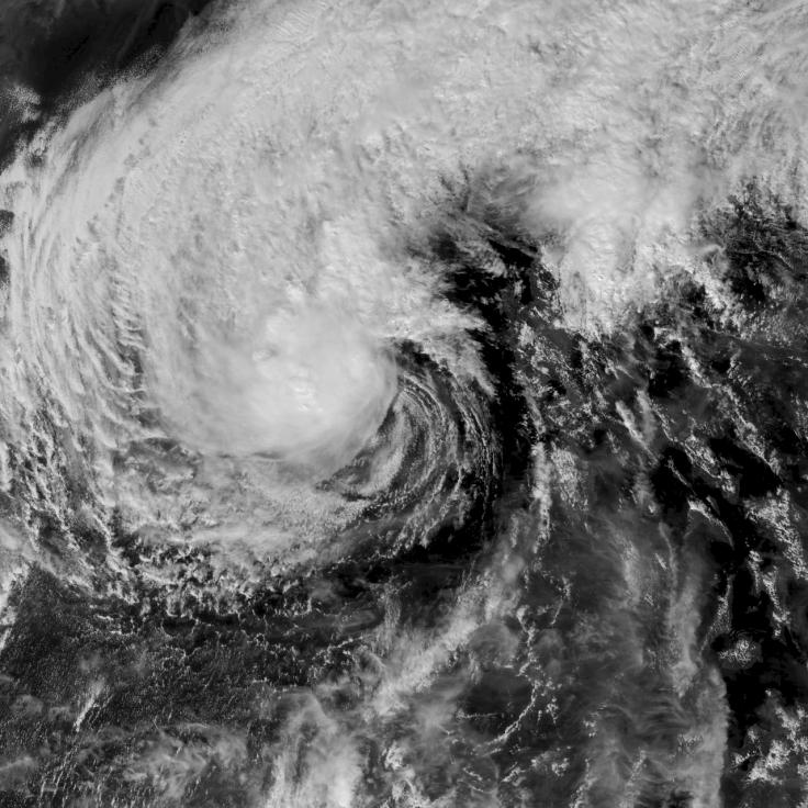 9 dead as typhoon Phanfone slams Philippines