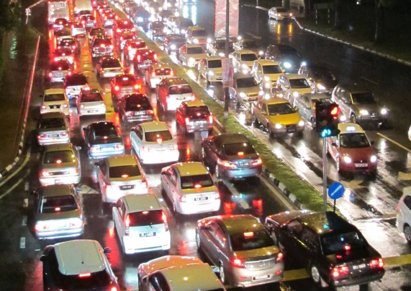 Out-of-towners cause heavy traffic on major roads in Penang