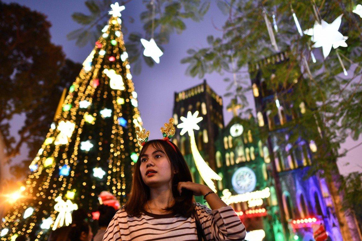 Christmas lights, tangled in US-China trade war, show Vietnam's struggle