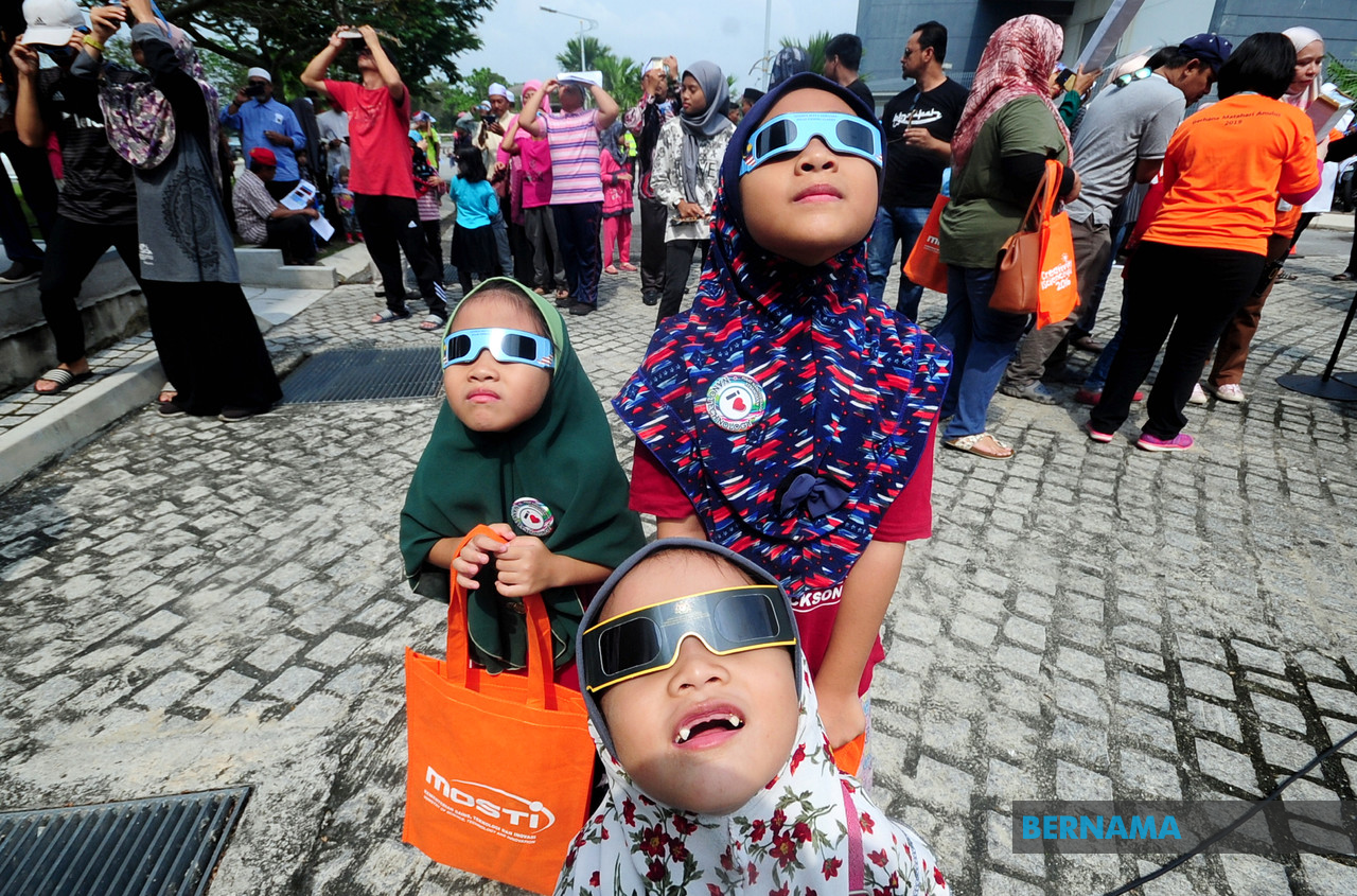 Annular solar eclipse: educational experience for younger generation