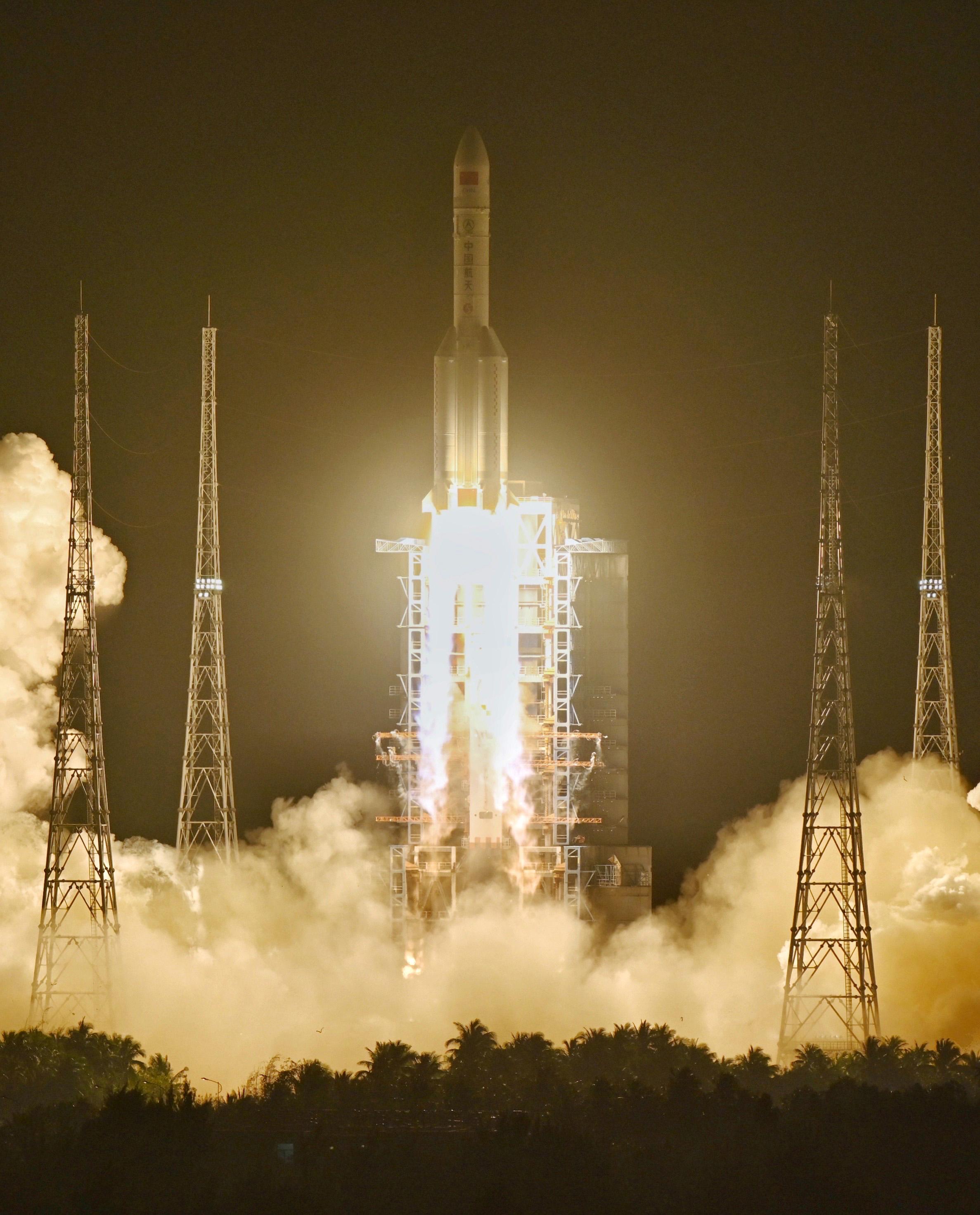 长征五号遥三运载火箭成功发射 卫星送入预定轨道