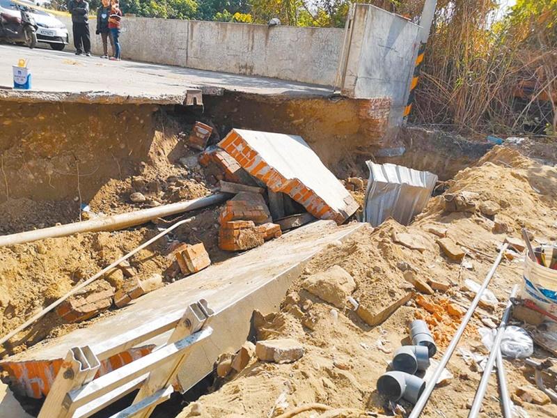 台彰化地盘旁围墙倒塌 压死2工人