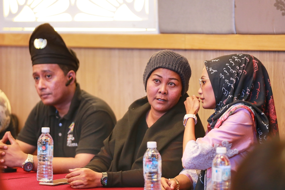 Jawi meet pauses as Malay delegation enters, includes actress Ellie Suriarty