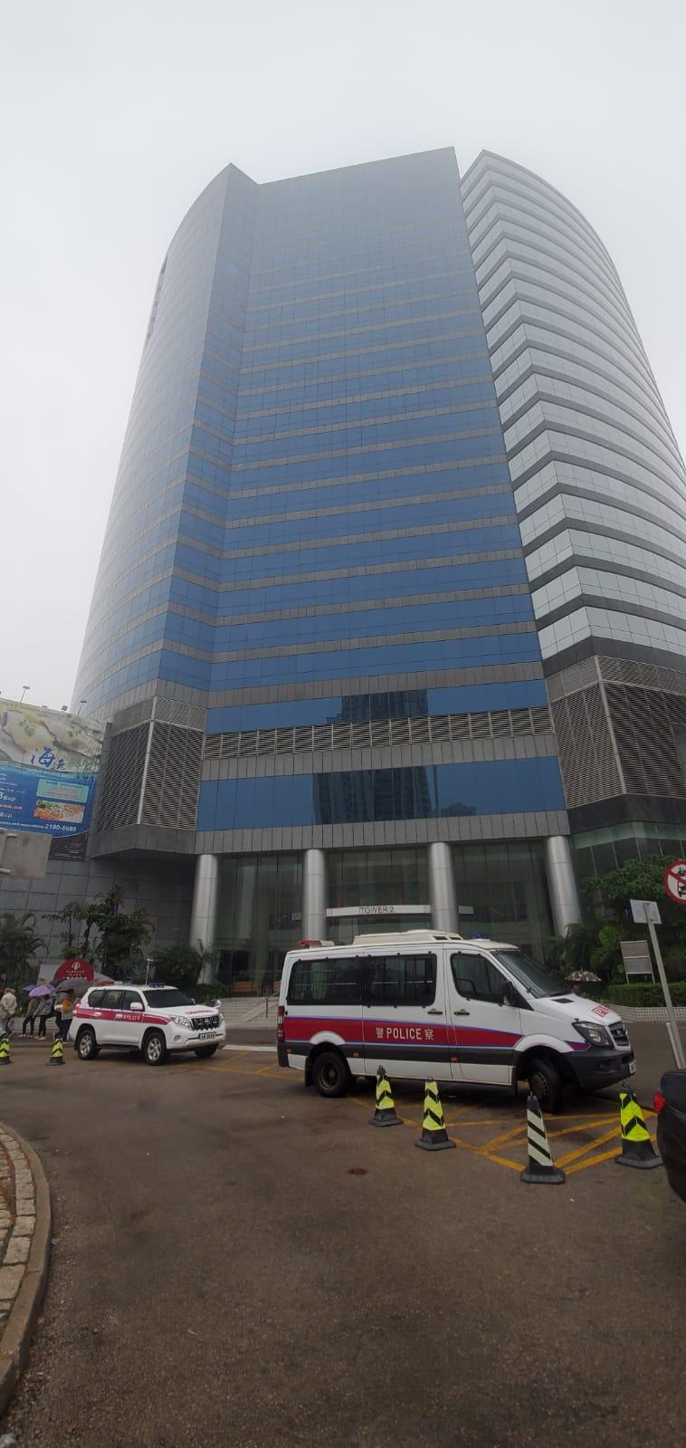 嘉湖海逸酒店女住客被两刀匪入房行劫 失1.5万元财物