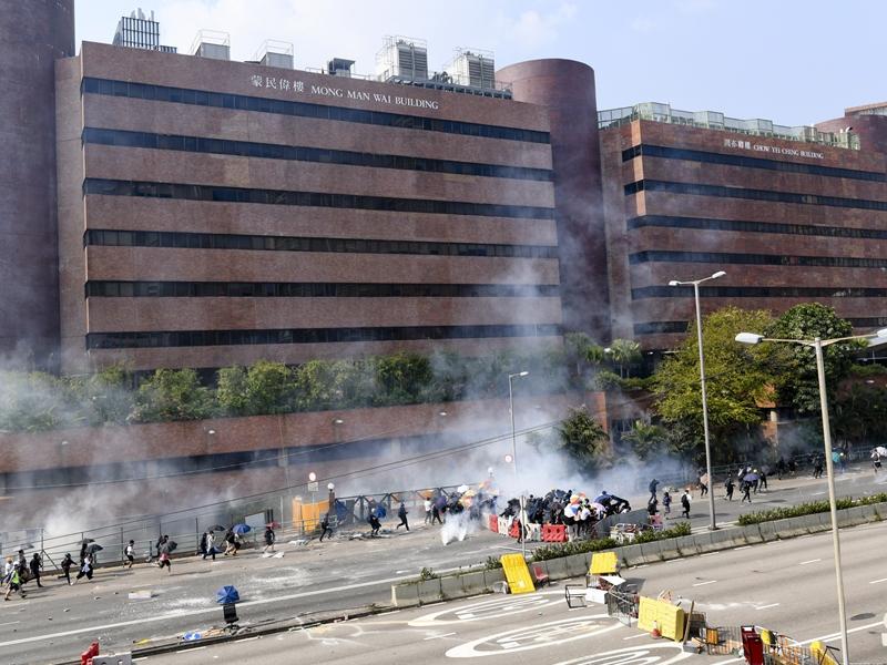 杨润雄:大学校长处理示威令人不满 调整拨款非不可能
