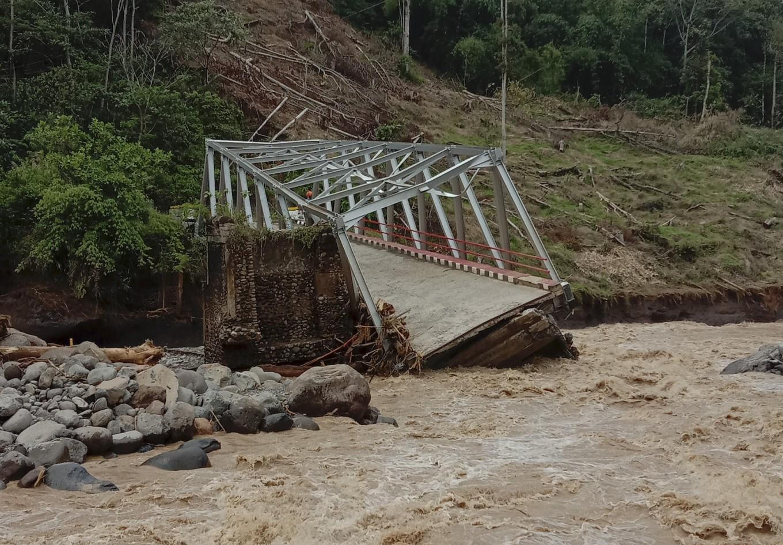 Flash flood destroys bridge, isolates villages in South Sumatra