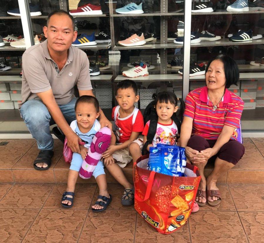 3孙儿无国籍 老妇盼援助让孩子上学