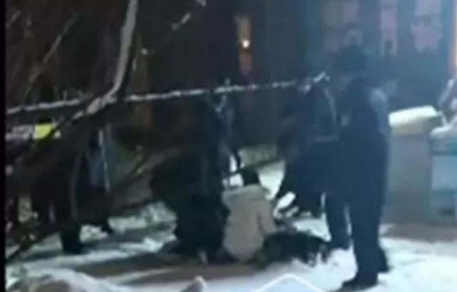 踩椅子趴窗台兴奋看雪 8岁男童不慎20楼坠下亡