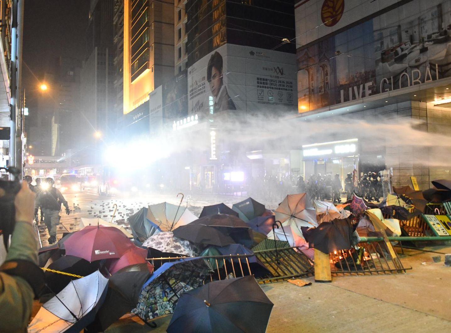 【元旦游行】指今日共拘400人 警:有暴徒骑劫游行