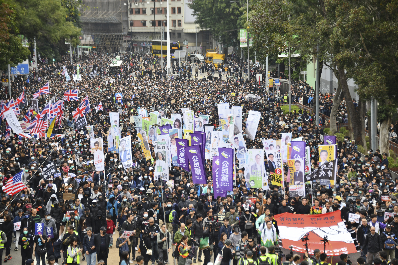 【元旦游行】民阵斥警放催泪弹令情况升温 批要市民离开时间不足