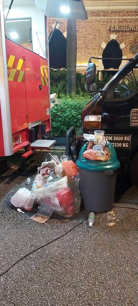 元旦倒数庆典后 隆市金三角遗留9吨垃圾量