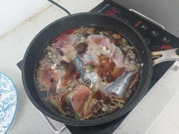 不管解冻什么鱼,不要直接用水泡,教你一招,吃着跟活鱼一样鲜