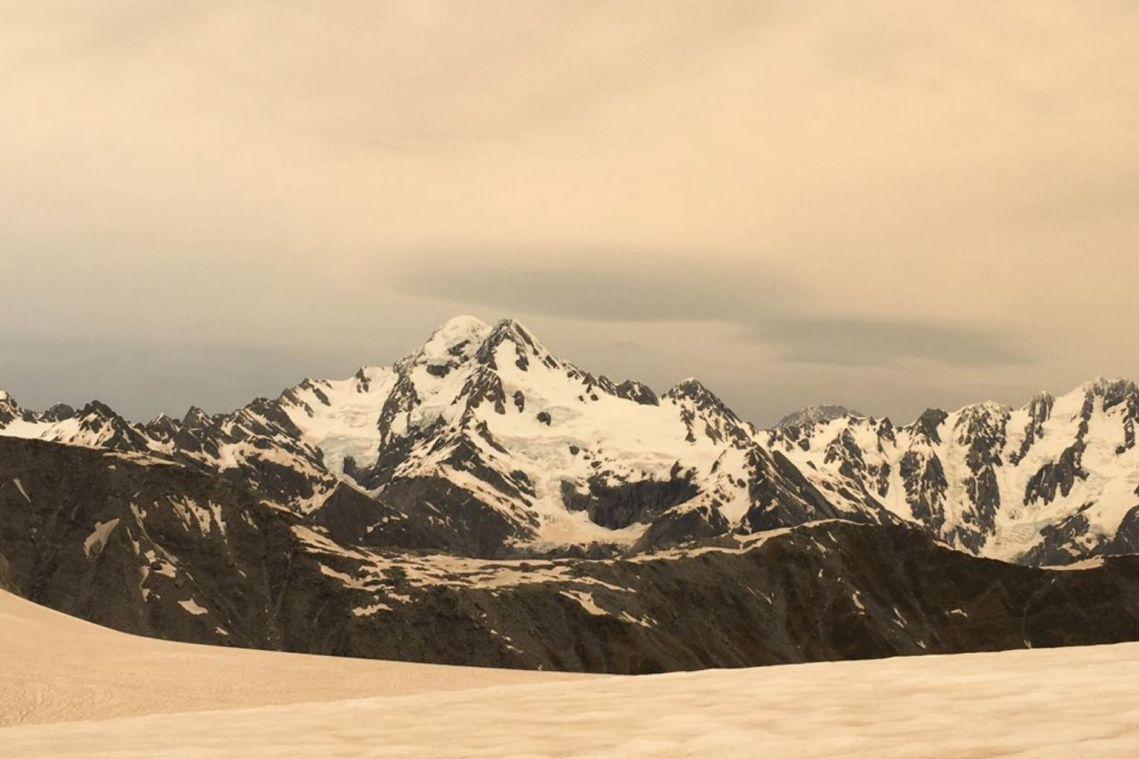 Australian bush fire smoke turns New Zealand glaciers brown