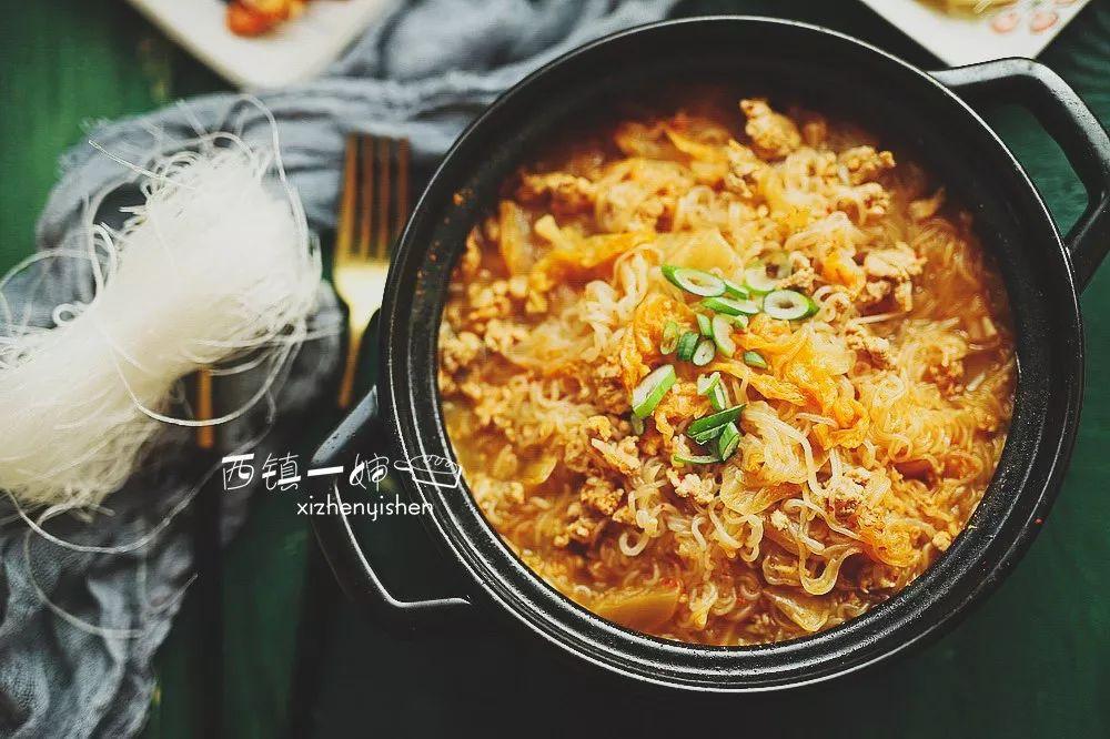 这锅韩式酸辣粉丝煲做法简单,热气腾腾,天冷时吃太爽了~
