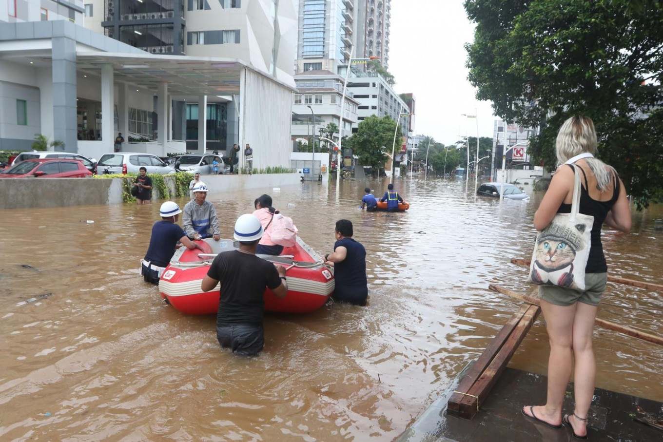 Flood victims still stranded as relief agencies overwhelmed by volume, access