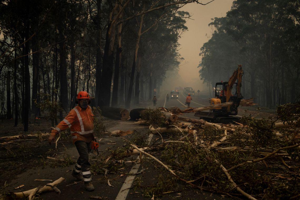 'Nowhere else to go': Some defy warnings to flee Australian fires