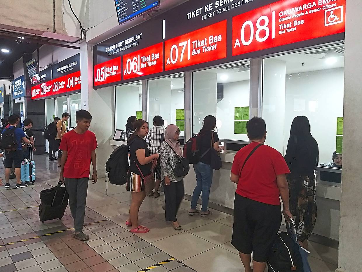 Bus operators expect CNY rush over tickets to come later