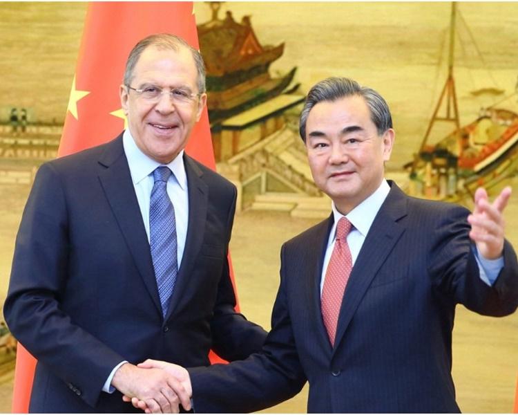 王毅与伊俄外长通电商中东局势 中方反对在国际关系中漤用武力