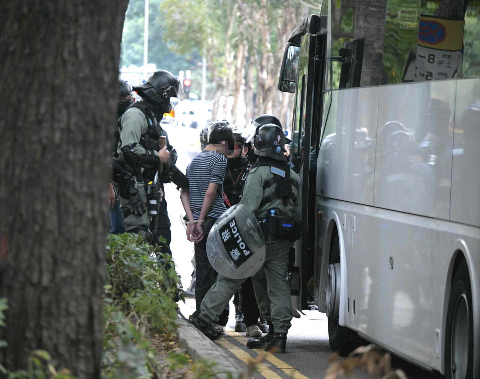 【上水游行】家属律师陆续赶到警署 区议员:共42人被捕