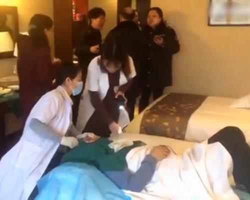 西安有无牌医生被爆在酒店动刀为客割双眼皮