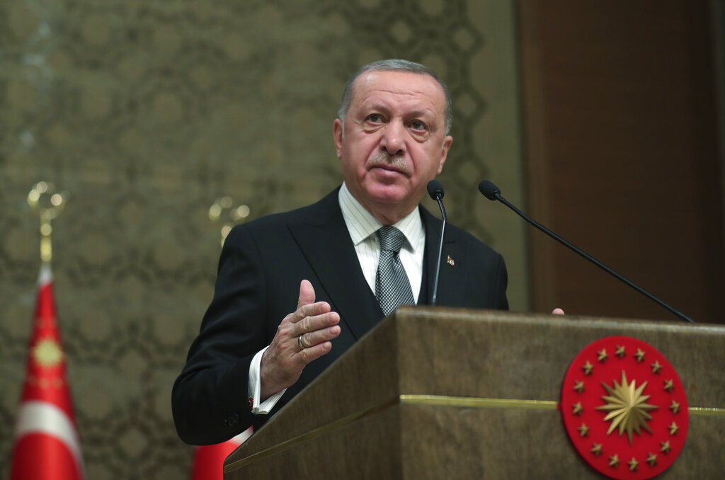 Erdogan asks Russia to step aside in Syria