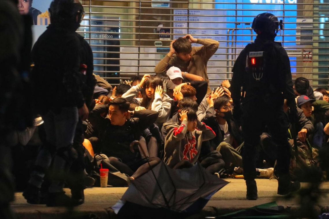 Hong Kong police refute rumour about officers disguising as rioters on New Year's Day