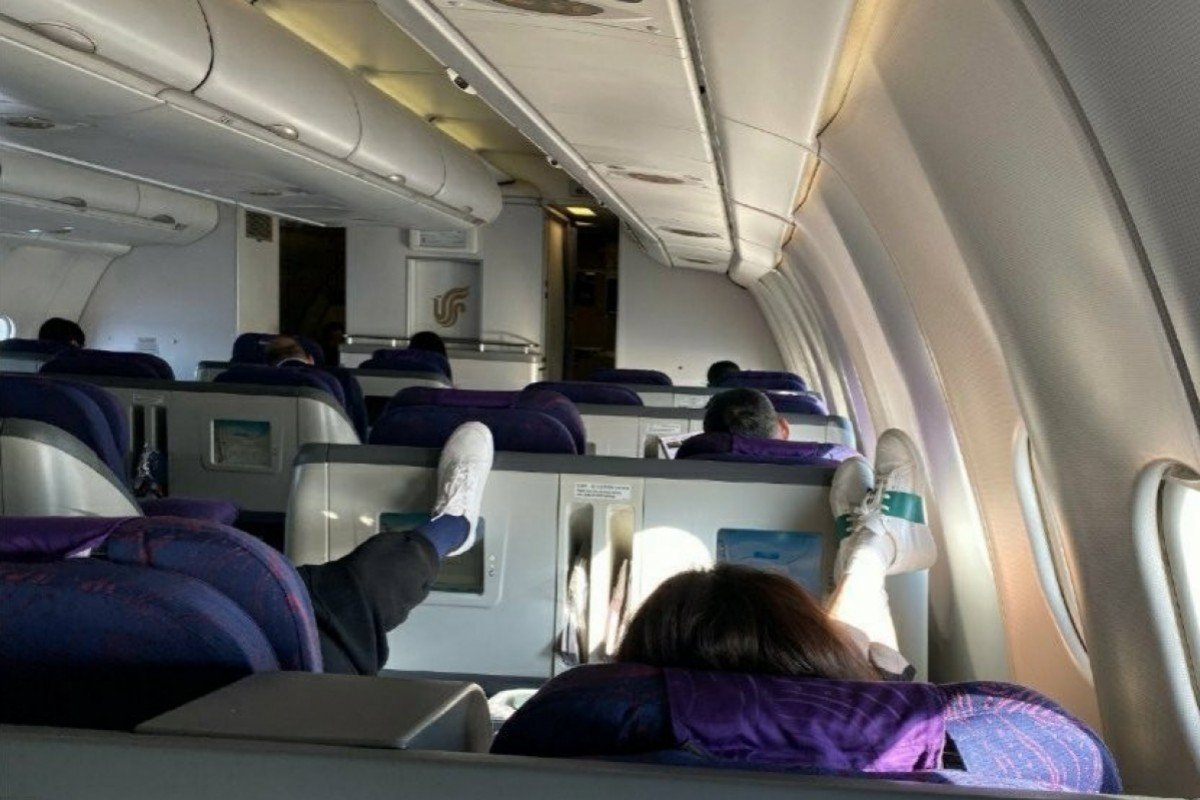 Chinese actress Mei Ting sorry for putting feet up on plane seat in front of her