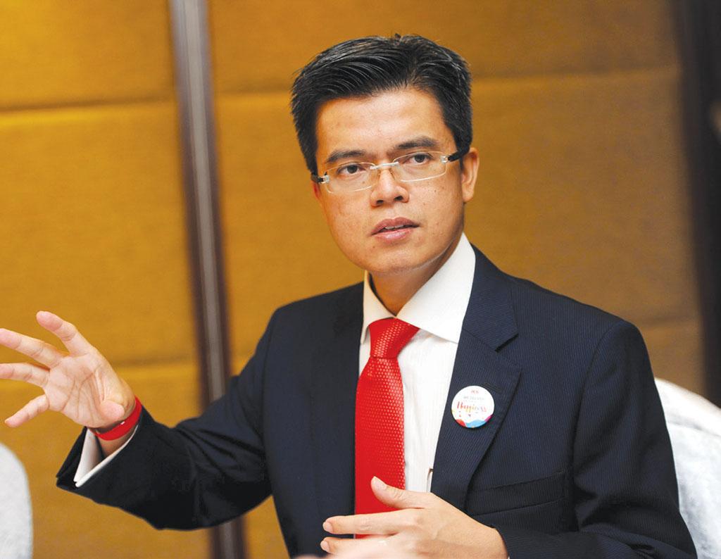 Raja Azmi resigns as MAHB CEO, Mohd Shukrie made acting CEO