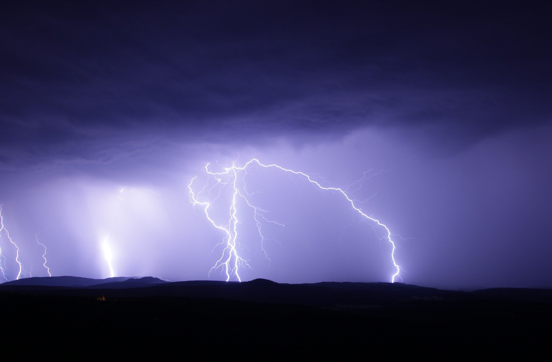 Understanding bushfire-triggered thunderstorms may save lives