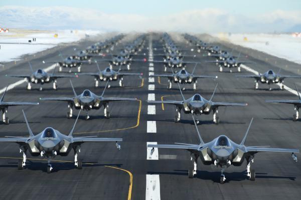 美锁定更多伊朗领导人,52架F35挂满弹升空!伊朗求援,王毅表态