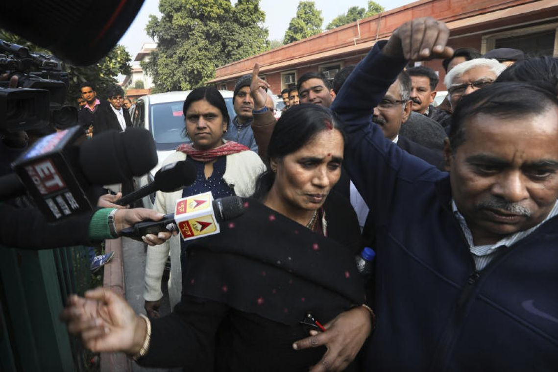 Indian court orders execution of bus rapists on Jan 22 for gang rape of student in 2012