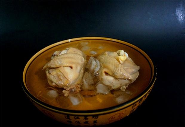 传统白切鸡制作方法,收藏起来慢慢学,学会后3斤鸡都不够吃!