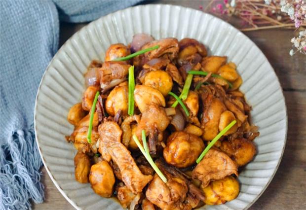 我家做鸡肉,从来不直接下锅炒,先加一步骤,鸡肉出锅又香又入味