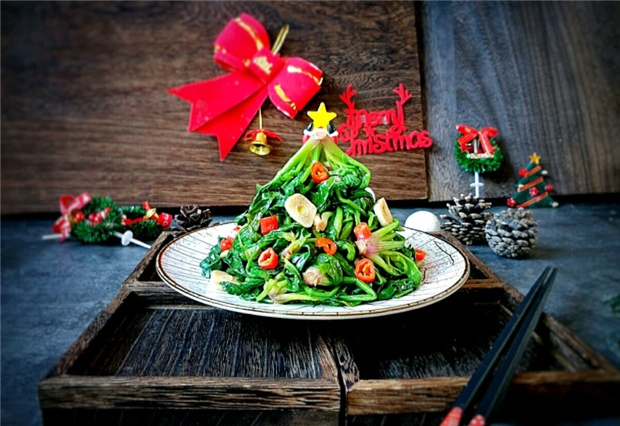 圣诞要到了,菜市场买了两斤菠菜,简单一做,成为美味圣诞树!