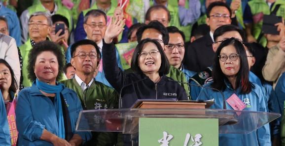 高雄选前之夜30万人 蔡英文:韩国瑜当选中国最高兴