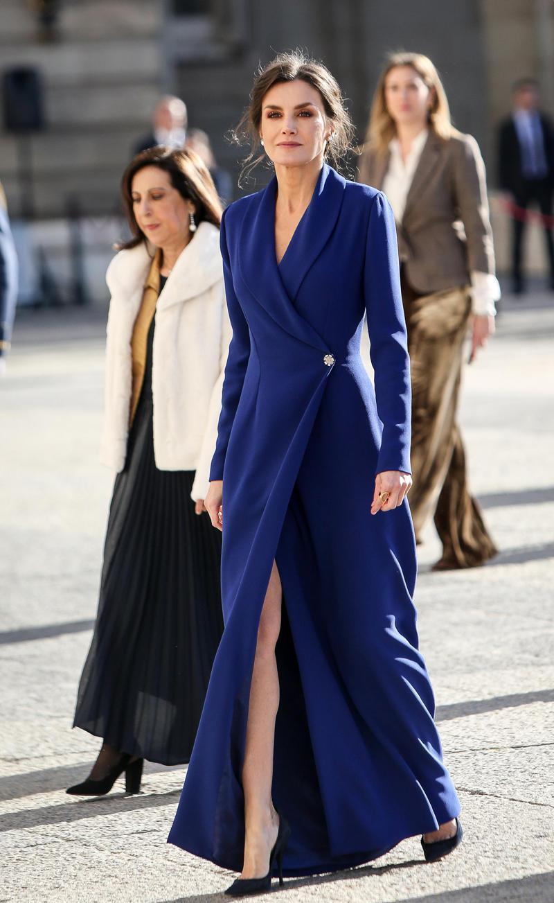 西班牙王后做造型真省事:连续两年裙子配饰完全不变参加同一活动