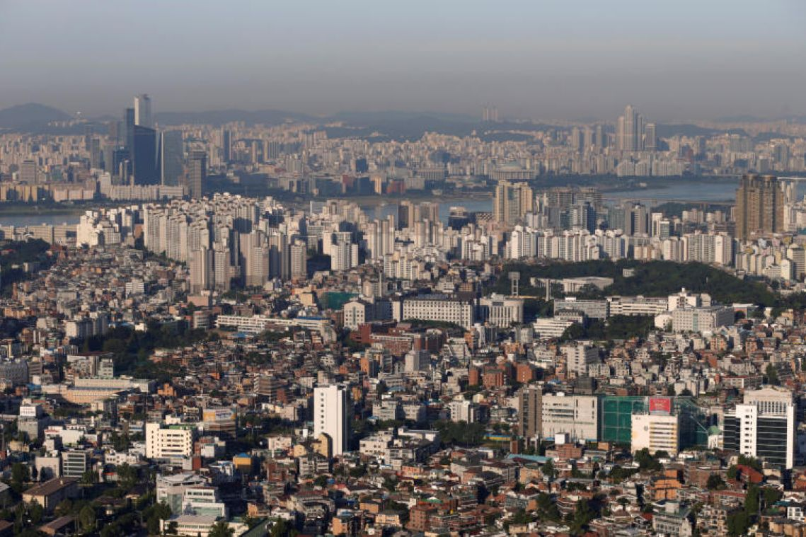 Moon administration needs to reverse decline in investment: Korea Herald