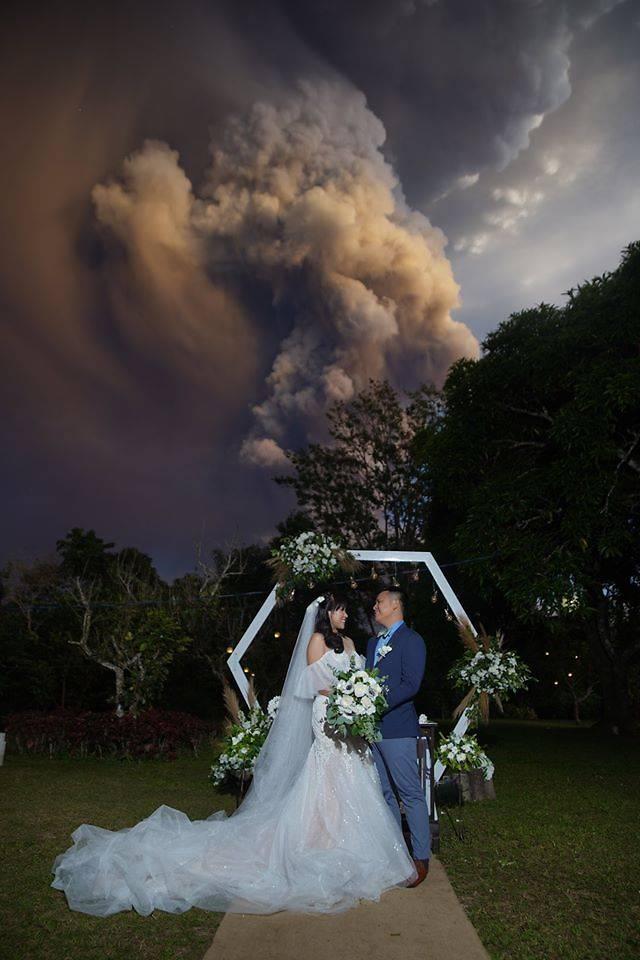 Filipino couple hold wedding amid 'light rain of ash' from Taal volcano
