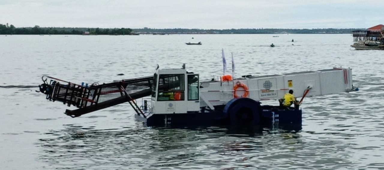 Floating garbage collecting project launched in Semporna