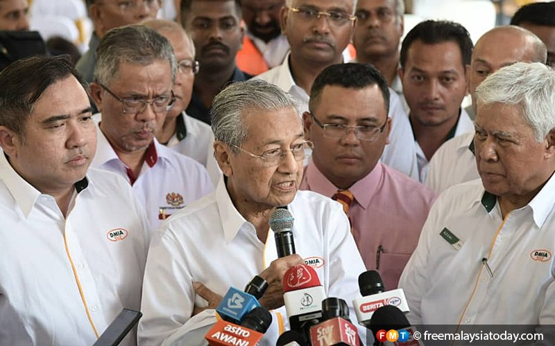 'Clean' ex-Umno members can contest PPBM polls, says Dr M