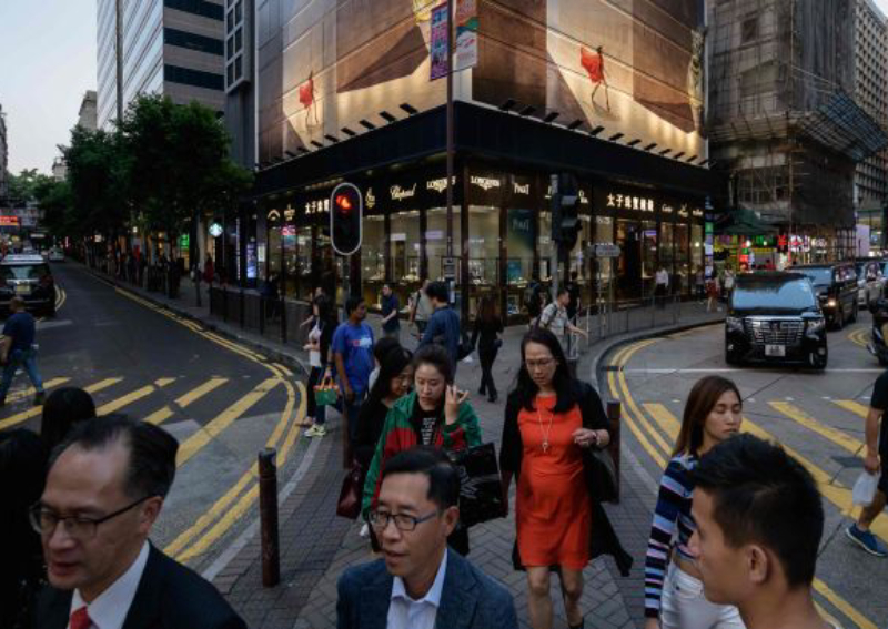 Hong Kong police hunt down teen trio over $1.7mil snatched from man
