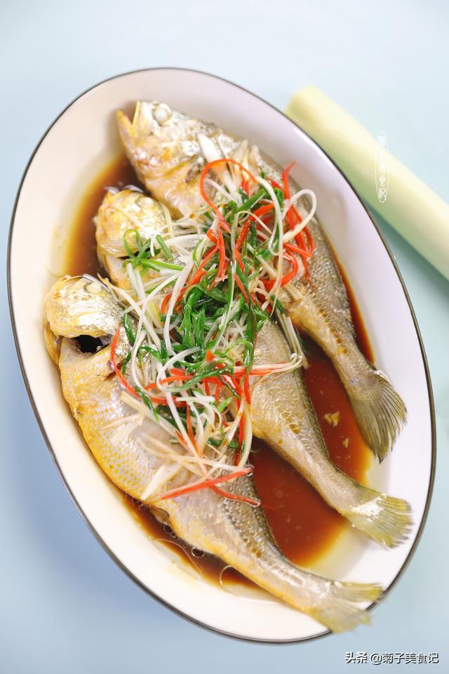 小黄鱼这么蒸,营养足味道好,肉质滑嫩,做年菜正适合