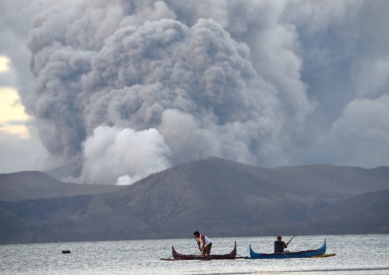 Philippine volcano could spew lava for weeks